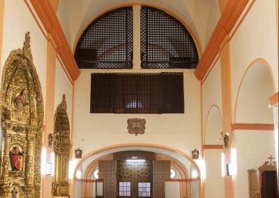 Interior de la iglesia - arriba, reja del coro alto